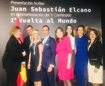Marta Jaumandre, Juan Sierra y Myriam González con mentees en la presentación del trofeo 'Juan Sebastián Elcano'